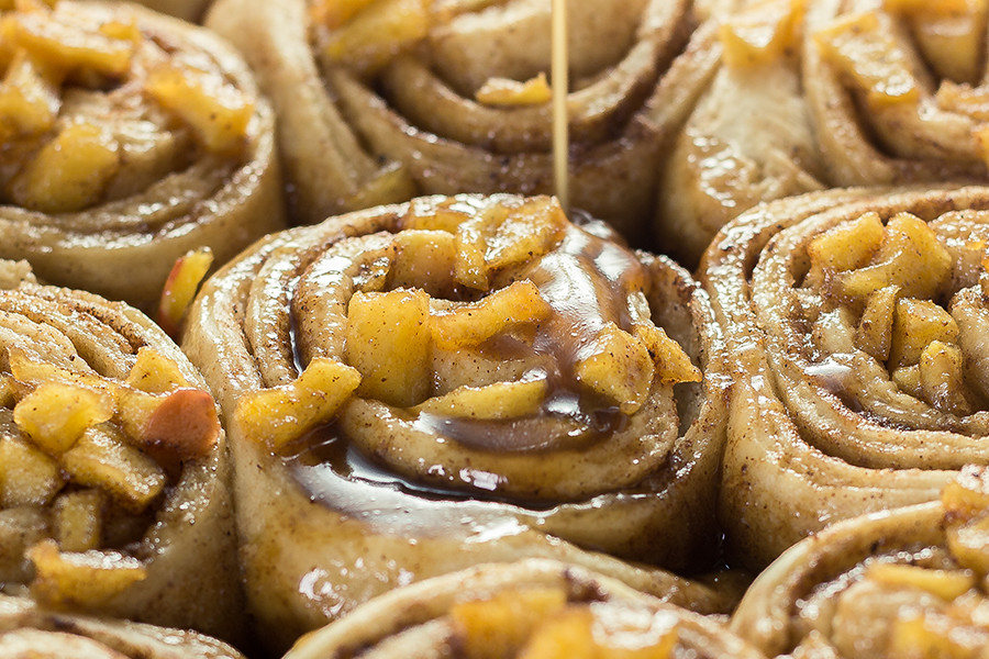 These apple pear cinnamon rolls are so easy to make in a pinch. All you need is pizza dough, apples, pears and a few spices.