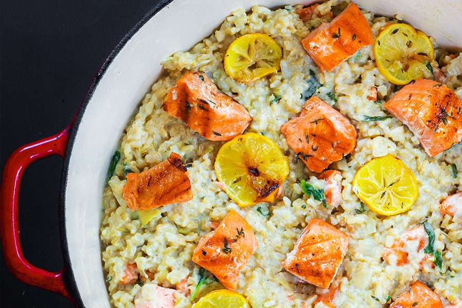 I decided to start this week off strong. I decided that I would go rogue and cook whatever my heart fancied. And you know what I came up with??!!! A creamy salmon spinach artichoke risotto. It was on the table in just 30 minutes. A real crowd pleaser – the kids went a little bonkers!
