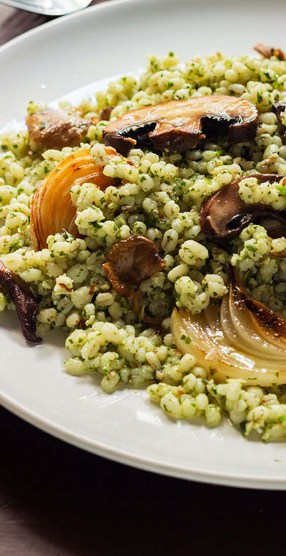 This simple herb mushroom barley salad has everything: chewy herbed barley tossed with fresh lemon juice and roasted vegetables.